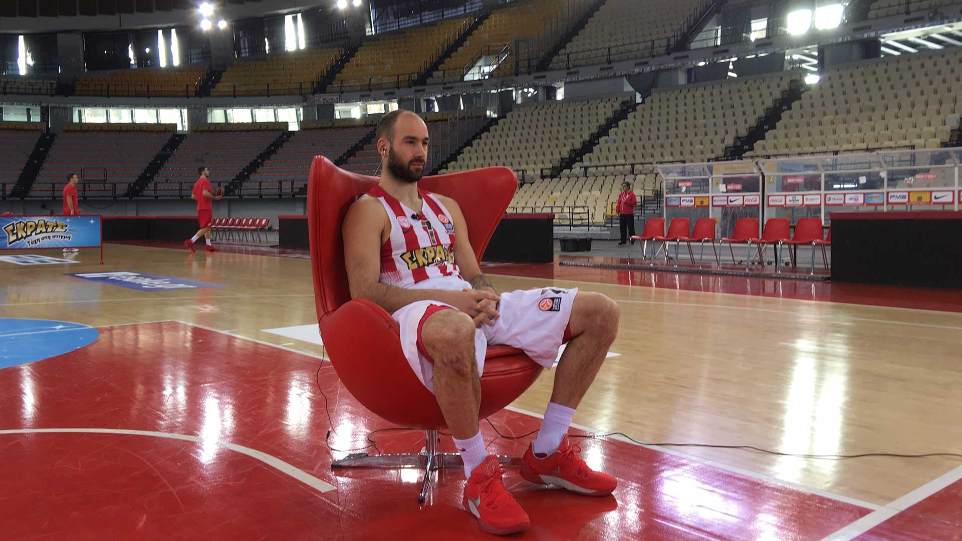 Exclusión Risa Manchuria  7 clicks from the SKRATS Hangout of Vassilis Spanoulis - Olympiacos BC